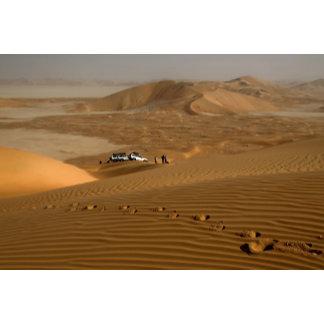Oman, Rub Al Khali desert, driving on the dunes