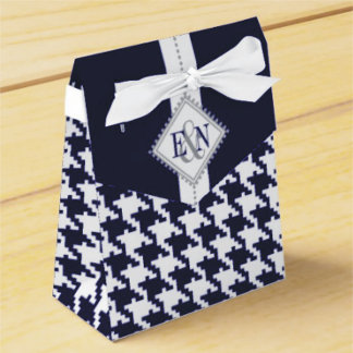 Favor boxes, paper napkins and tiles