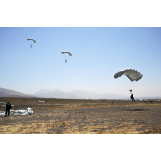 Freefall parachute jumpers