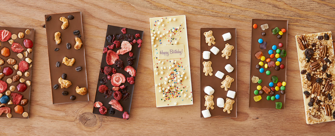 Create your own custom chocolate bar with various toppings by Chocomize.