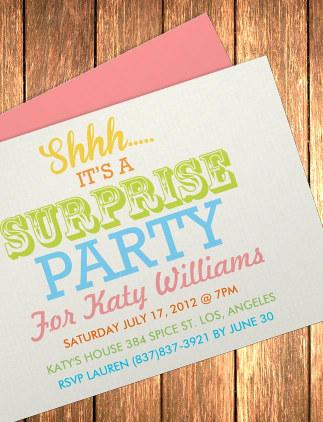 Las fiestas sorpresa están de moda: celebra una para ese amigo o amiga que tanto se lo merecen y crea las invitaciones a tu gusto.