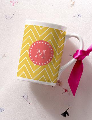 Explora nuestra colección de tazas con monogramas y personalízalas con tus colores, diseños y estilos favoritos.