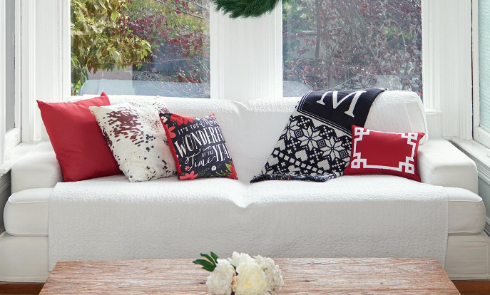 Decorative Pillows for Your Christmas Living Room Decorations