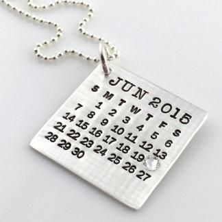 Marque su collar del calendario con el cristal