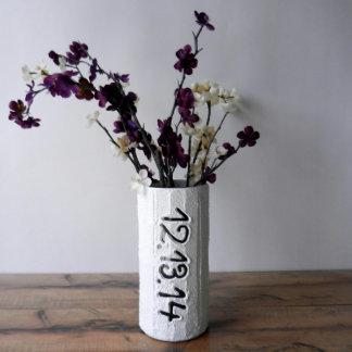 Florero hecho a mano con la fecha personalizada