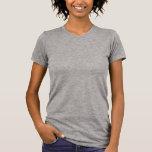 """<p>Increíblemente suave al tacto y con un ajuste impecable, no es de extrañar que esta playera de cuello redondo para mujer sea tan popular. Esta prenda, con su estilo ajustado, es absolutamente imprescindible. También puedes combinarla con una sudadera o una chaqueta; elige tu estilo. Personaliza uno de nuestros diseños o crea el tuyo propio.</p> <p>Talla y estilo</p> <ul> <li> Altura del modelo: 5'8"""". Lleva la talla pequeña.</li> <li>Estilo ajustado.</li> <li>Las tallas quedan ligeramente pequeñas.</li></ul> <p>Material y cuidados</p> <ul><li>Elaborado al 100% con algodón peinado hilado en anillos con un tacto suave.</li> <li>Costuras ocultas en las mangas y el borde inferior. Cintura ajustada.</li> <li>Prenda preencogida.</li> <li>De importación.</li> <li>Lavable a máquina en frío.</li> </ul>"""