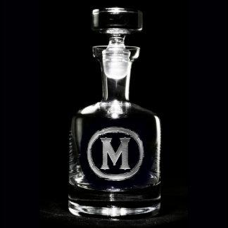 Jarra de cristal con monograma de las bebidas