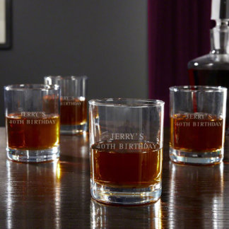 Eastham personalizó los vidrios del whisky