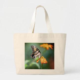 Swallowtail en el bolso de Tithonia Bolsa Tela Grande