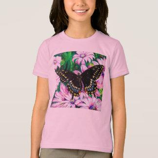 Swallowtail en las flores rosadas playeras