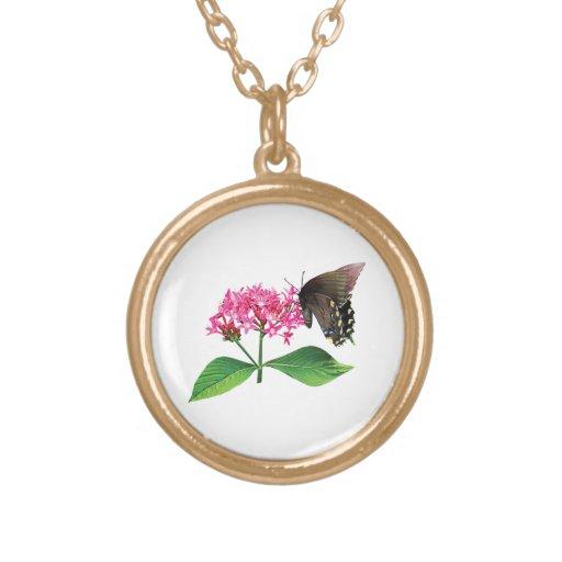 Swallowtail negro en Lantana rosado Collar