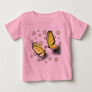Swallowtails amarillo y margaritas en 3D Camisas
