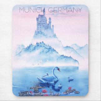 SWANCASTLE (mate), MUNICH, ALEMANIA, PA original… Mouse Pads