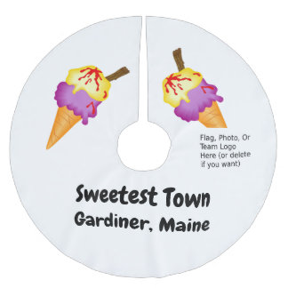 """Sweetest Town"" Design For Gardiner, Maine Brushed Polyester Tree Skirt"