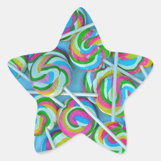 Swirly modelo colorido de los lollipops pegatina en forma de estrella