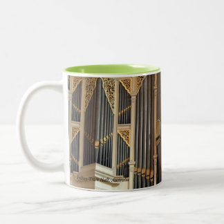 Sydney Town Hall organ close up mug