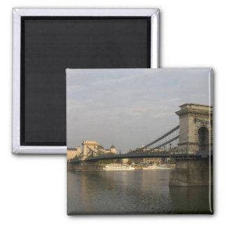 Szechenyi lanchid Szechenyi Chain Bridge), 2 Magnet