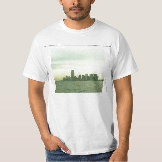 T shirt with pre 9/11/01 New York skyline