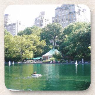 Taberna de NYC en el verde Posavasos De Bebidas