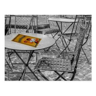 Tabla al aire libre del snack bar tarjeta postal
