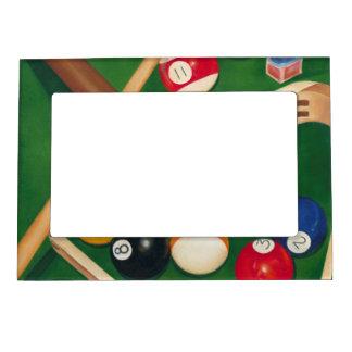 Tabla de billares realista con las bolas y la tiza marcos magnéticos para fotos