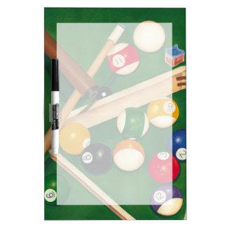Tabla de billares realista con las bolas y la tiza pizarras blancas