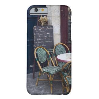 Tabla del café con las sillas de bastón en París, Funda Para iPhone 6 Barely There