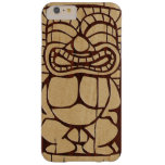Tabla hawaiana de madera de Koa Tiki Ailani Funda De iPhone 6 Plus Barely There