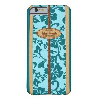 Tabla hawaiana de madera hawaiana del monograma de funda de iPhone 6 barely there