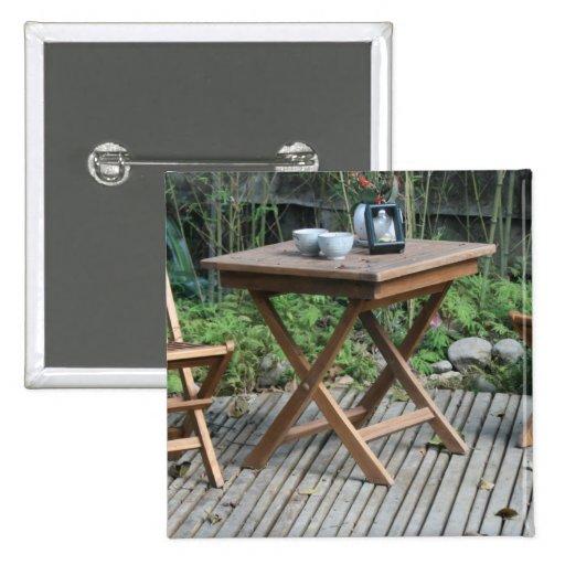 Tabla y sillas del jardín pins