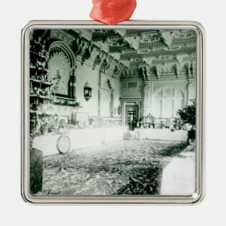 Tablas del navidad en el cuarto de Durbar Adorno Cuadrado Plateado