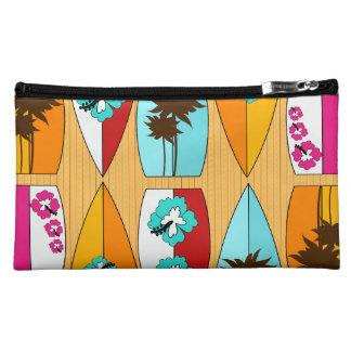 Tablas hawaianas en el tema de la playa del verano