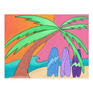 Tablas hawaianas en postal de la puesta del sol