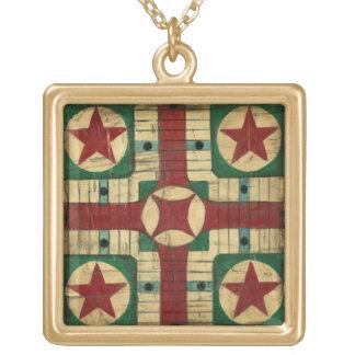 Tablero antiguo del juego de Parcheesi de Ethan Collar Dorado