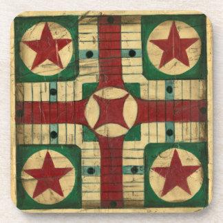 Tablero antiguo del juego de Parcheesi de Ethan Posavasos De Bebidas