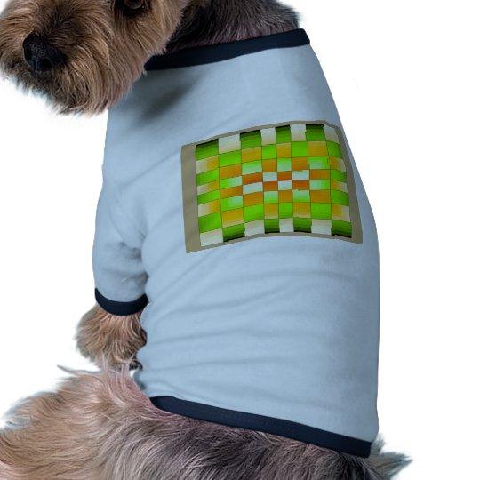 Tablero de ajedrez amarillo y verde de la ilusión  camiseta con mangas para perro
