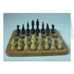 Tablero de ajedrez de madera atractivo tarjeton