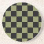 Tablero de ajedrez del tablero de damas del verde  posavasos cerveza