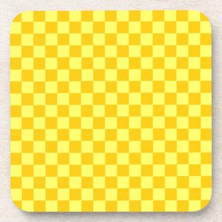 Tablero de damas amarillo de la obra clásica de la posavasos
