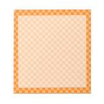 Tablero de damas anaranjado de la obra clásica de bloc de notas
