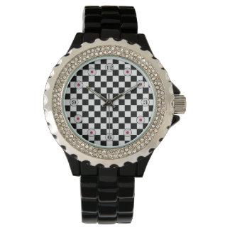 Tablero de damas clásico blanco y negro relojes