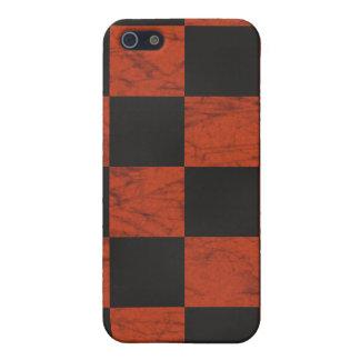 Tablero de damas de mármol anaranjado y negro iPhone 5 cobertura