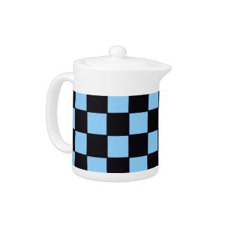 Tablero de damas en azul claro y negro