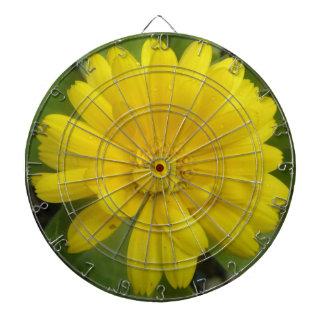 Tablero de dardo amarillo brillante de la maravill