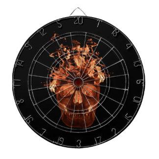 Tablero de dardo anaranjado del cráneo del fuego