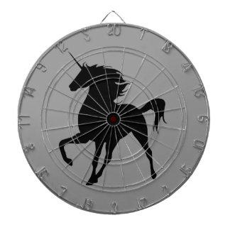 Tablero de dardo negro de la silueta del unicornio