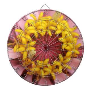 Tablero de dardo rosado bonito del Zinnia