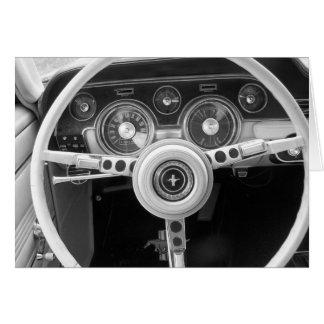 Tablero de instrumentos clásico del coche del músc felicitacion