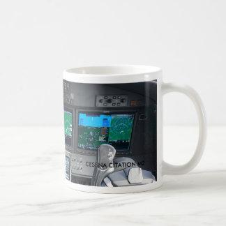Tablero de instrumentos de la carlinga del jet del taza de café