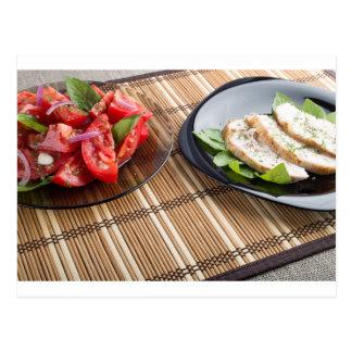 Tablero de la mesa con los platos hechos en casa postales